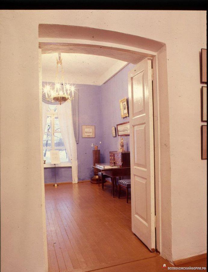 первая комната экспозиции 1975