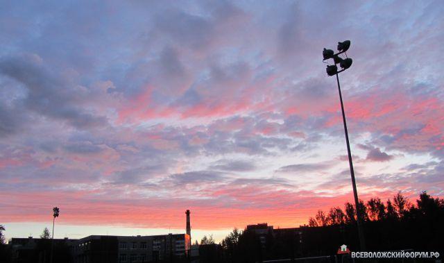 Закат над школьным стадионом