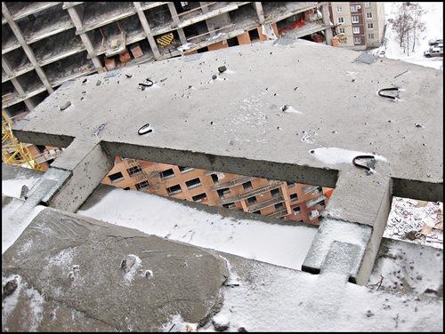 ВК Балкончики держатся на металлических пластинках.jpg